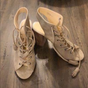 Jessica Simpson Tilory Block Heels in Cashmere